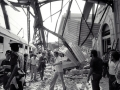 ansa - strage bologna - Il lavoro dei soccorritori subito dopo la strage di Bologna del 2 agosto 1980, in una foto d'archivio. ANSA